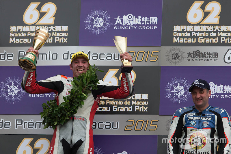 Podium: winner Peter Hickman, third place Michael Rutter