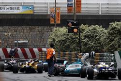 Daniel Juncadella, Fortec Motorsport Dallara Mercedes and Callum Ilott, Carlin Dallara Volkswagen retired