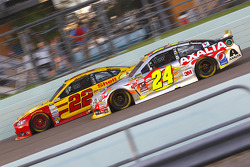 Joey Logano, Team Penske Ford; Jeff Gordon, Hendrick Motorsports Chevrolet