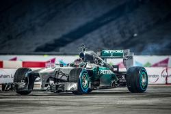 Pascal Wehrlein au volant de la Mercedes AMG F1