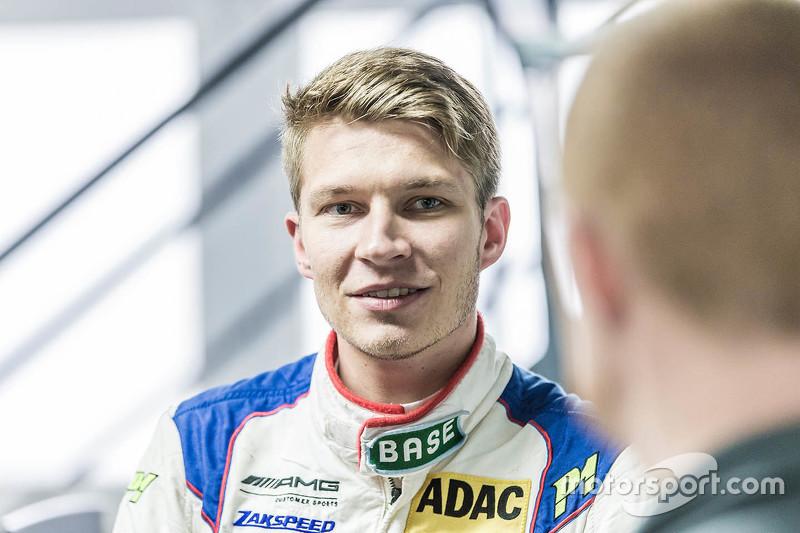 Sebastian Asch, Mercedes-AMG C 63 DTM, Seat fitting