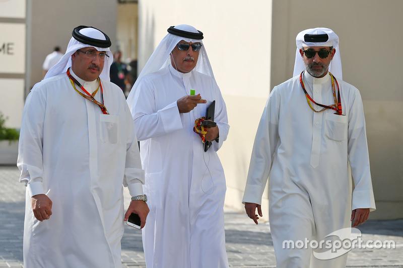 Scheich Mohammed bin Essa Al Khalifa mit Zayed Rashed Al Zayani, Vorsitzender des Bharain International Circuit