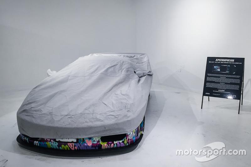 Der von Ben Levy designte Ferrari F430 unter einer Abdeckung