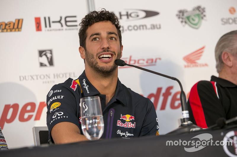 Daniel Ricciardo basın konferansında