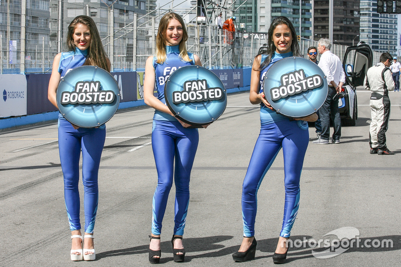 Paddock Girls #FanBoost