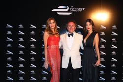 Alejandro Agag, CEO Formula E con la modella Alessandra Ambrosio