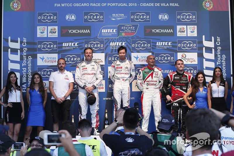 Podium: race winner Ma Qing Hua, Citroën World Touring Car team, second place Yvan Muller, Citroën World Touring Car team, third place Gabriele Tarquini, Honda Racing Team JAS
