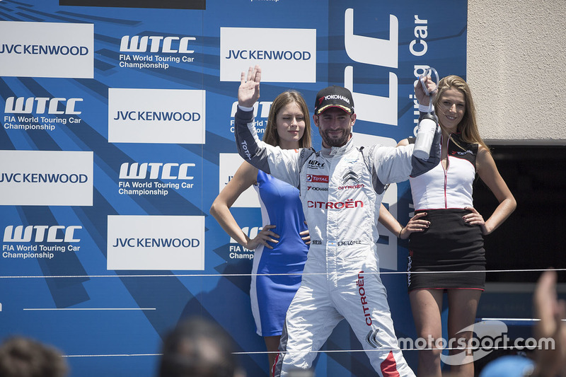 Podium: race winner Jose Maria Lopez, Citroën C-Elysée WTCC, Citroën World Touring Car team