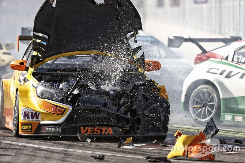 Mikhail Kozlovskiy, Lada Vesta WTCC, Lada Sport Rosneft kaza