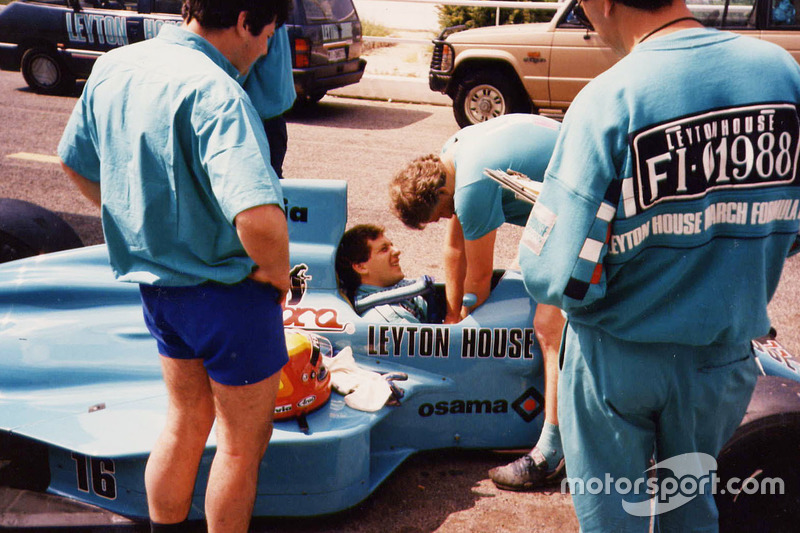 Mauricio Gugelmin in the Leyton House March 881