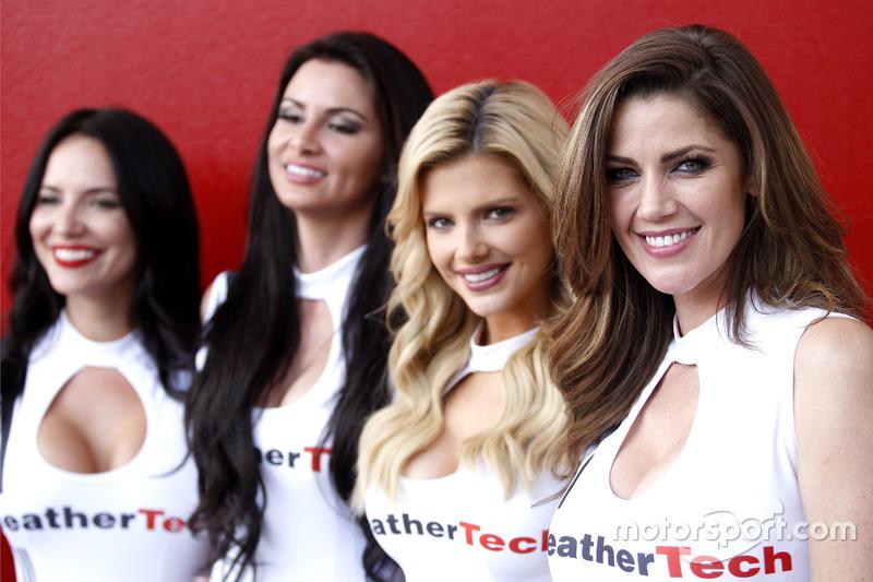 Las hermosas chicas del WeatherTech
