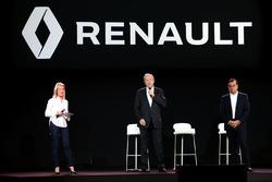 Жером Столл, президент Renault Sport F1, и Карлос Гон, президент Renault
