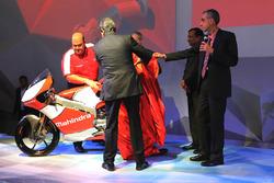 Anand Mahindra Mahindra Group presidente, Pawan Goenka Mahindra y Mahindra el Director Ejecutivo, Ruzbeh Irani Mahindra Racing Presidente y Mufaddal Choonia Mahindra Racing SPA CEO