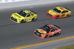 Метт Кенсет, Joe Gibbs Racing Toyota, Мартін Трюекс-молодший, Furniture Row Racing Toyota, Джоі Логано, Team Penske Ford