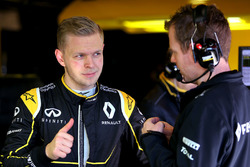 Kevin Magnussen, Renault Sport F1 Team and Chris Richards, Renault Sport F1 Team