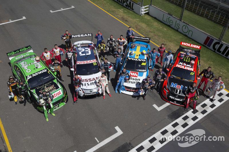 Promo-Shot 2016: Gruppenbild aller Fahrer und Hersteller
