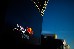 Логотип Scuderia Toro Rosso