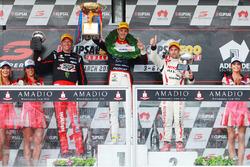Подіум: переможець - Нік Перкат, Lucas Dumbrell Motorsport Holden, друге місце - Майкл Карузо, Nissan Motorsports, третє місце - Гарт Тандер, Holden Racing Team