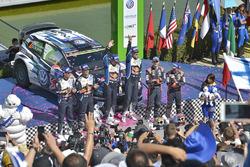 Podio: i vincitori Jari-Matti Latvala, Miikka Anttila, Volkswagen Polo WRC, Volkswagen Motorsport, secondi Sébastien Ogier, Julien Ingrassia, Volkswagen Polo WRC, terzi Daniel Sordo, Marc Marti, Hyundai i20 WRC, Hyundai Motorsport