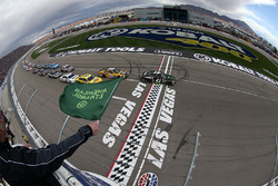 Départ : Kurt Busch, Stewart-Haas Racing Chevrolet mène