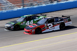 Austin Dillon, Richard Childress Racing Chevrolet en David Starr, TriStar Motorsports Toyota