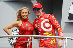 """Скотт Диксон, Chip Ganassi Racing Chevrolet и черлидерша """"Tampa Bay Buccaneers"""""""