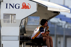 An engineer from Renault F1 Team