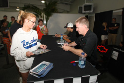 Jeff Burton signs autographs