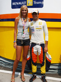 A Girl in the paddock with Nelson A. Piquet, Renault F1 Team
