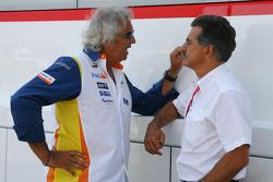 Flavio Briatore, Renault F1 Team, Team Chief, Managing Director and Dr. Mario Theissen, BMW Sauber F1 Team, BMW Motorsport Director
