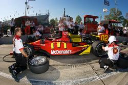 Crew of Justin Wilson practice pit stops