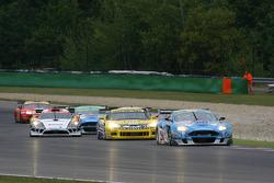 Au départ : #33 Jetalliance Racing Aston Martin DB9: Karl Wendlinger, Ryan Sharp devant #6 Phoenix Racing Corvette Z06: Mike Hezemans, Fabrizio Gollin