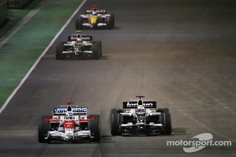 Jarno Trulli, Toyota F1 Team; Nico Rosberg, Williams F1 Team