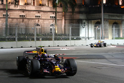 Mark Webber, Red Bull Racing, RB4 y David Coulthard, Red Bull Racing, RB4