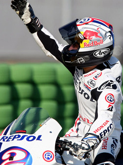 Dani Pedrosa waves to the fans