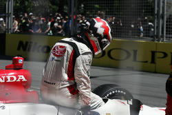 Mario Moraes crashes out