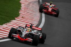 Lewis Hamilton, McLaren Mercedes, MP4-23 y Felipe Massa, Scuderia Ferrari, F2008
