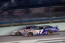 Jamie McMurray makes a move on David Reutimann