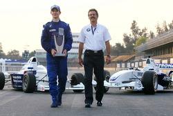 Photoshoot: World Final winner Alexander Rossi with Dr. Mario Theissen