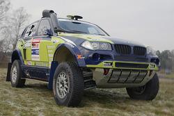 X-raid team: the #330 BMW X3 CC of René Kuipers and Filipe Palmeiro