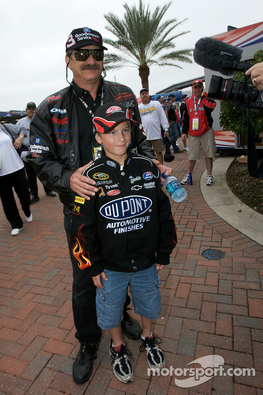 A Dale Earnhardt lookalike with a young fan of Jeff Gordon at Daytona 500