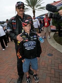 A Dale Earnhardt lookalike with a young fan of Jeff Gordon