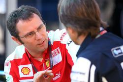 Stefano Domenicali, Scuderia Ferrari Sporting Director and Sam Michael, WilliamsF1 Team, Technical director