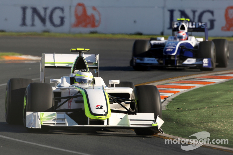 Rubens Barrichello, Brawn GP; Kazuki Nakajima, Williams F1 Team, FW31