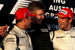 Podium: race winner Jenson Button, Brawn GP, second place Rubens Barrichello, Brawn GP, and Ross Brawn, Brawn Grand Prix Team Principal