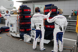 Mechanics of Nick Heidfeld, BMW Sauber F1 Team