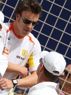 Fernando Alonso, Renault F1 Team and Rubens Barrichello, Brawn GP