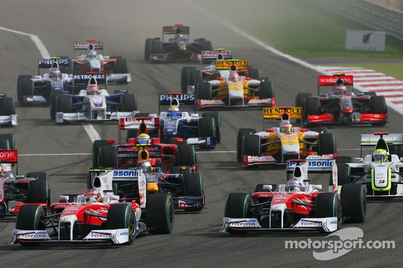 Start: Timo Glock, Toyota F1 Team and Jarno Trulli, Toyota Racing lead the field