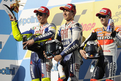 Podium: Sieger Jorge Lorenzo, Fiat Yamaha Team; 2. Valentino Rossi, Fiat Yamaha Team; 3. Dani Pedrosa, Repsol Honda Team