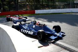 #33 Bill Coombs (GB) Tyrrell 009-01, Startline Racing (1979); #36 Luciano Quaggia (I) Theodore TR1, F1 Storiche (1978)
